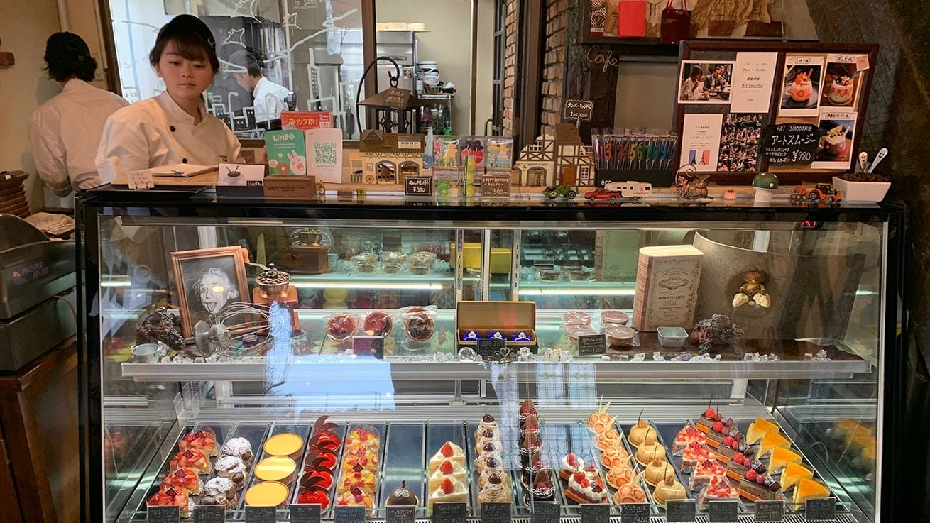 cokoguri - Patisserie Mythique - Display Case