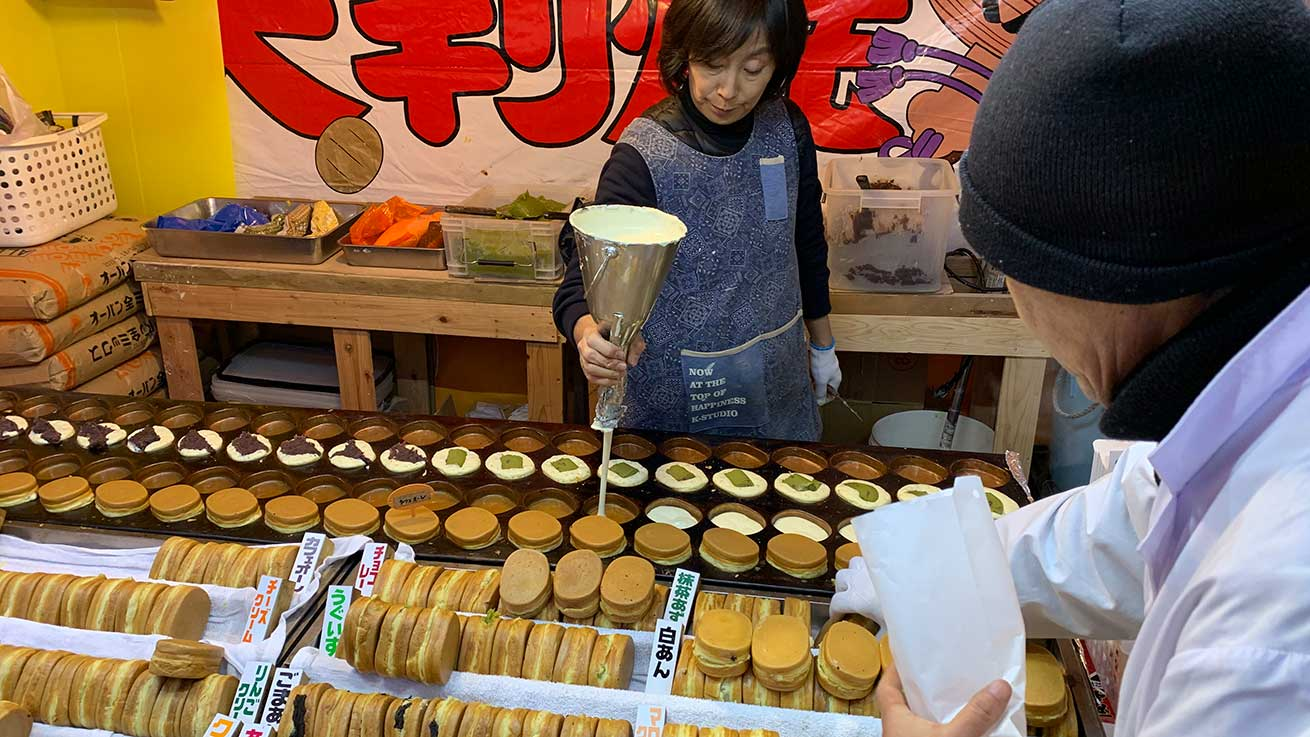 cokoguri - Osaki Hachimangu Dontosai Festival - Grabbing a Bite