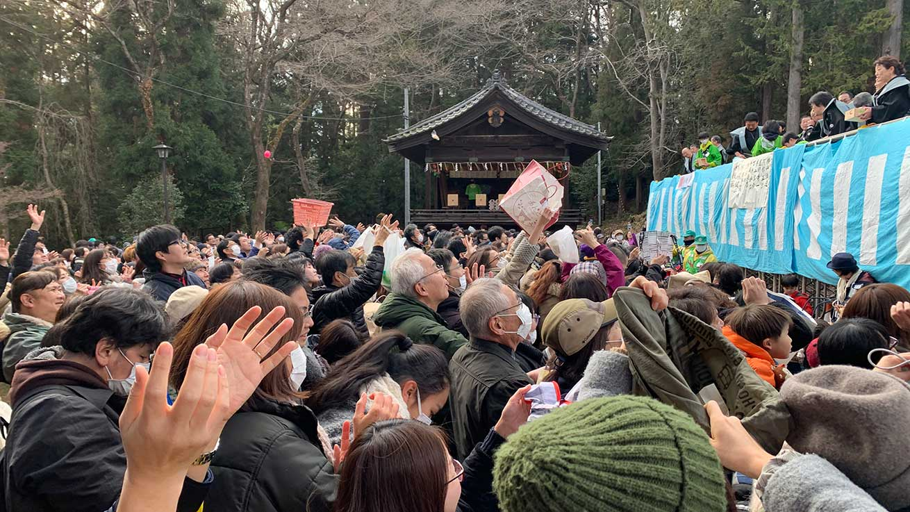 cokoguri - Catching Treats at the Setsubun Bean Throwing Festival at Toshogu Shrine