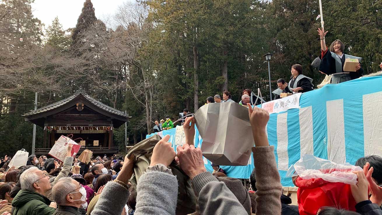 cokoguri - Open Bags at the Setsubun Bean Throwing Festival at Toshogu Shrine
